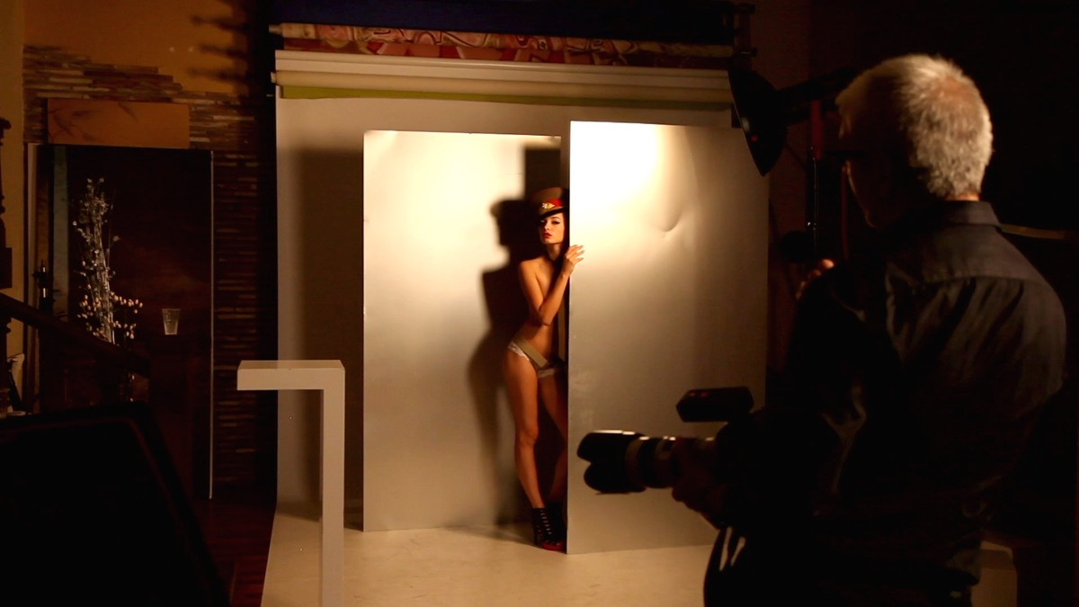 Fotografía desnudo. Look Militar